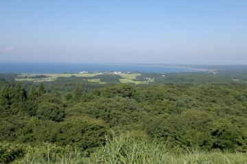 <p>Вид на&nbsp;северную сторону с крайней точки полуострова Ога</p>