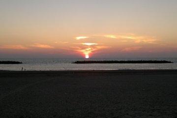 <p>Закат &nbsp;над Японским морем,...</p>