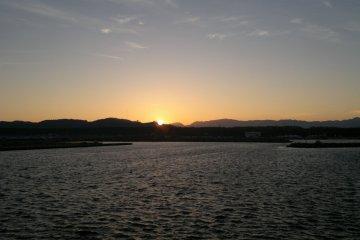 <p>... но восход солнца над горами&nbsp;на юге&nbsp;полуострова Ога, ничуть не хуже</p>