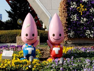 These guys are waiting at the base of the tower to greet you; they are the mascots of Tokyo Tower.