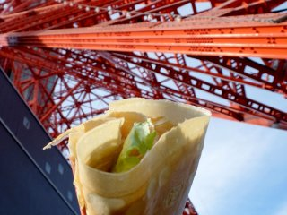 I ordered a chicken chili pepper crepe and it was delicious; it is also a lot of fun to eat right under the big shadow of the tower.