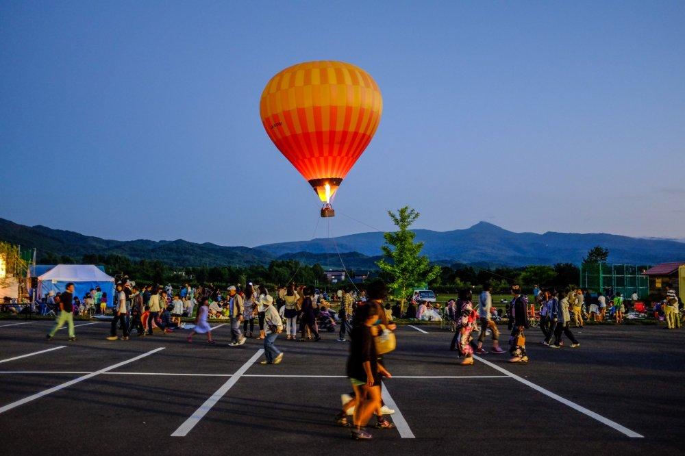 니세코 마을 나츠 마츠리에서 선보이는 열기구 타기
