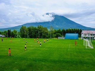 주말마다 학교 스포츠 축제와 이벤트들이 니세코 전 지역에서 펼쳐진다.