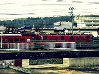 JR 후나오카 역에 정착한 기차들