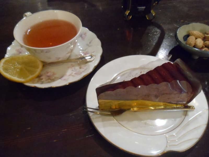 <p>The cake set, deliciously simple</p>