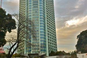 تقع صالة السماء وحديقة النجوم في فندق برنس بارك برج طوكيو (Prince Park Tower Tokyo hotel )