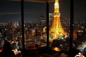 المشروبات = ¥ 3000 ين الحلوى = ¥ 1540ين ،،، ليلة تاريخية في صالة وحديقة السماء لا تقدر بثمن !!!
