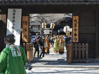 Procession religieuse à Asakusa