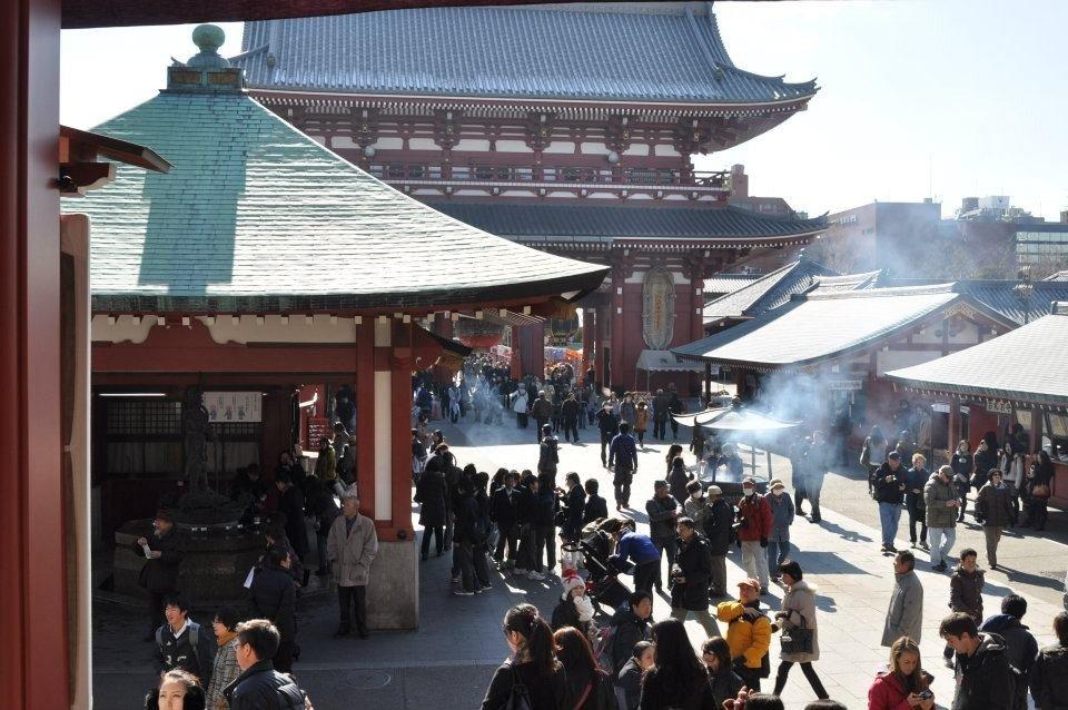Le temple Sensô-ji se remplit petit à petit