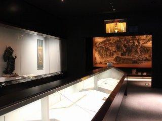 瑠璃聖宝閣(るりしょうほうかく)内部