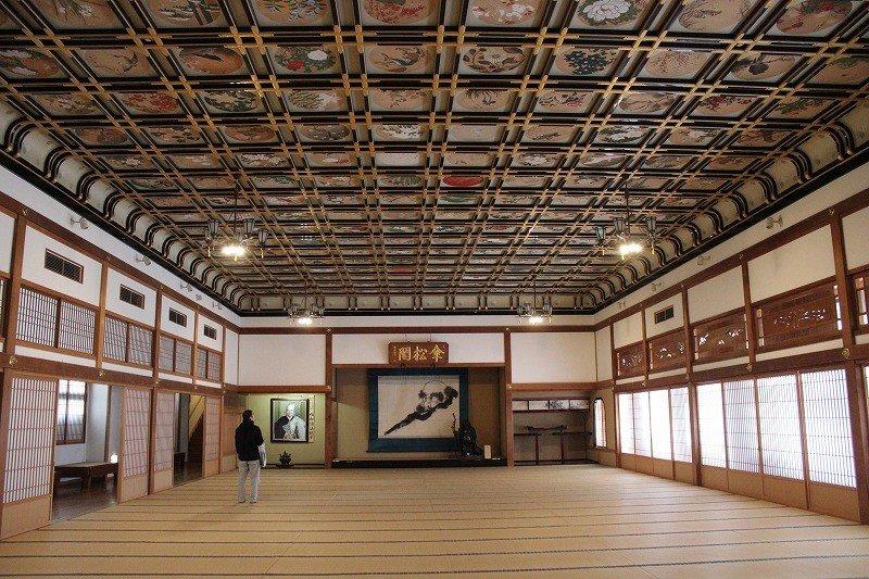 傘松閣2階の「絵天井の大広間」