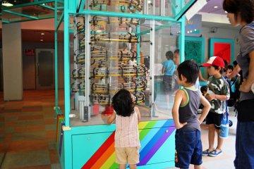Ball coaster utilizing the law of kinetic energy
