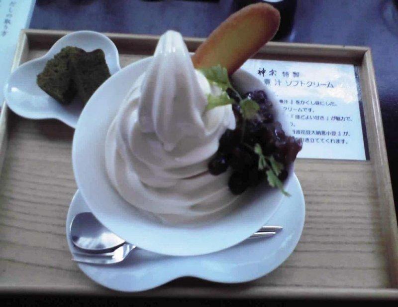 Kelp soft serve ice cream set