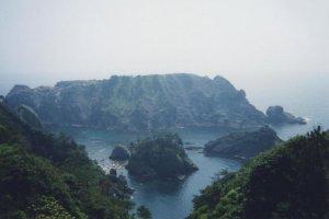 Irozaki: Snorkelers down below