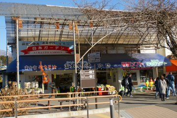 <p>From the entrance to Shiraito and Otodome Falls, you can expect to see a handful of restaurants and souvenir shops.</p>