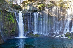 Shiraito no Taki une cascade semblable à un rideau de fils