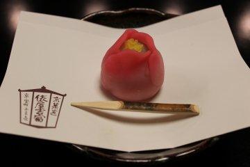"""교토 """"타와라야 요시토미""""계절의 일본식 과자를 말차와 함께"""