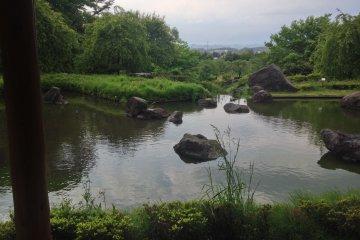 <p>美麗的倒映池不由得讓人反思附近有此絕美風景可以欣賞為何卻只在名牌暢貨中心空度一整天....</p>