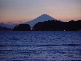 Zaimoku-za beach is a famous spot for taking photos of Mt. Fuji