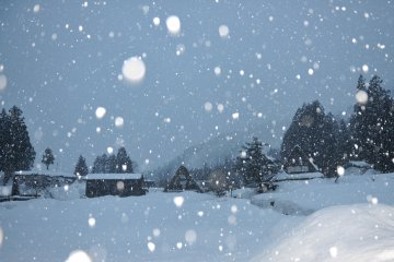 <p>Beginning of a silent night with snow falling from the sky endlessly</p>