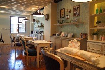 <p>Shimokitazawa salon</p>