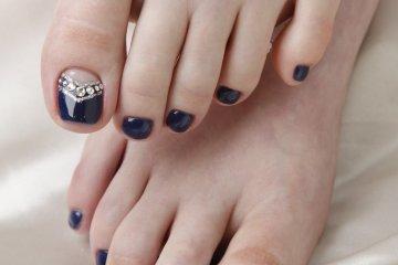 <p>Pretty toenails&nbsp;</p>