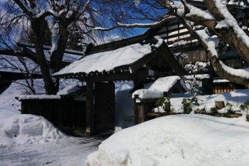 <p>Вход в один из домов самураев букеясики</p>