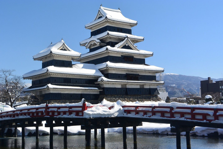 Kuil Matsumoto ketika berlapis salju