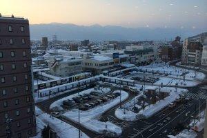 Salju yang menutupi areal sekitar Stasiun Matsumoto