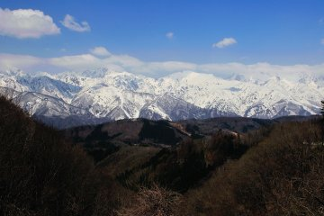 <p>When you drive through the Shirosawa tunnel on Route 406, you&#39;ll see this magnificent view of the Northern Alps beneath you</p>