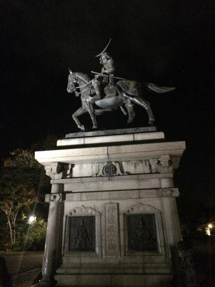 아오바 성의 센다이 시를 건설한 다떼 마사무네 동상