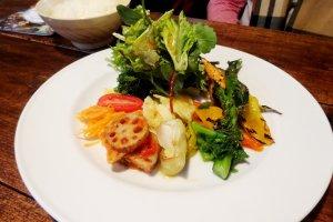 Sepiring masakan berbahan dasar sayur di La Ceiba