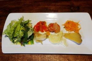 Makanan pembuka berbahan dasar sayuran, termasuk di dalam set makan siang