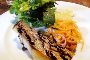 Ikan lezat dengan sedikit cuka balsamik