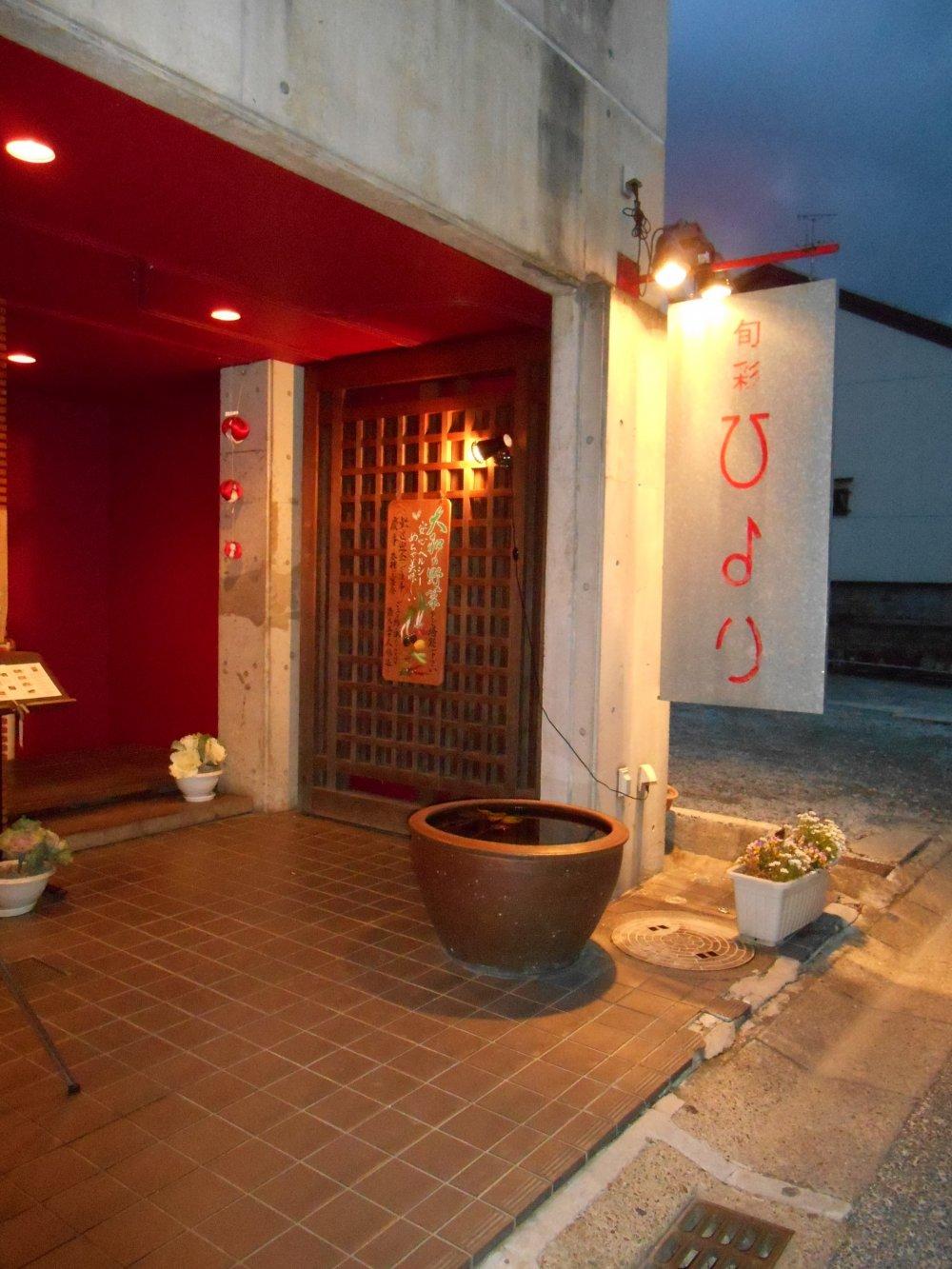 L'entrée du restaurant Hiyori