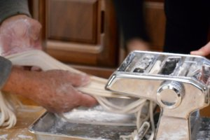 Découpage de la pâte.