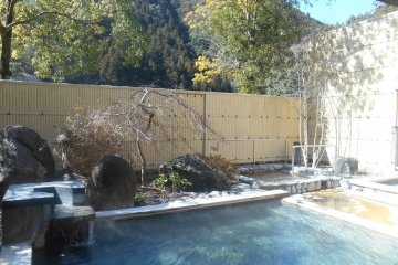 <p>A second outdoor bath</p>