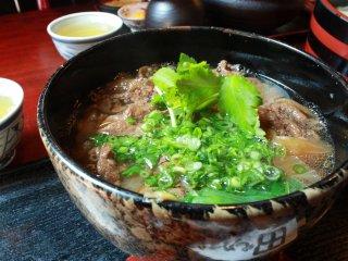 Niku Udon; Udon panas dengan daging