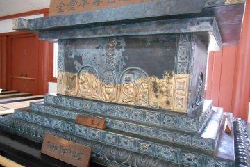 <p>The pedestal of Yakushi Nyorai</p>