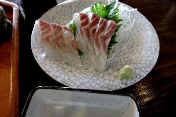 <p>Sashimi of sea bream (&#39;tai&#39; in Japanese)</p>
