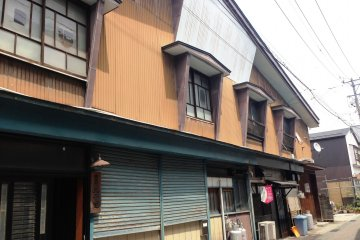 Take a stroll around the old shops in Kakunodate