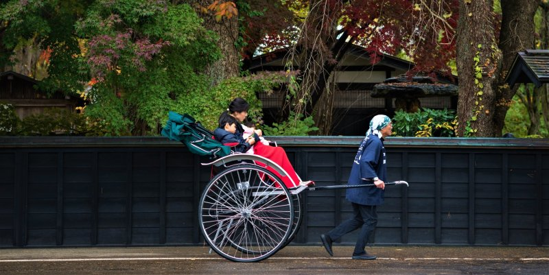 Kakunodate on two wheels, in a rickshaw or by bicycle