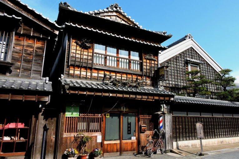 Go Souvenir Shopping in Old Japan