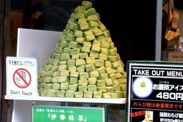 <p>A mountain of matcha mochi! No wonder they need a sign that says &quot;don&#39;t touch&quot;. &nbsp;</p>