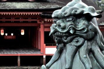 <p>One of Itsukushima&nbsp;Shrine&#39;s guardians</p>