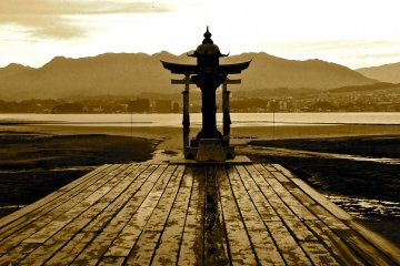 Santuário Itsukushima na Maré Baixa