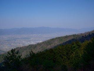 山道から四国平野を展望する
