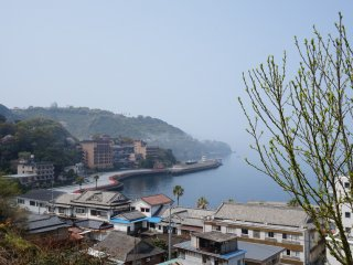 The Cherry Line starts in Yunoko Onsen (湯の児温泉) and wraps around the coast to the south.