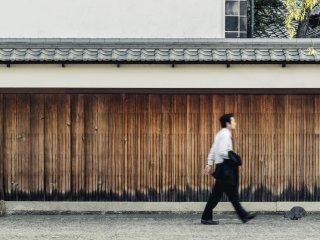 Une marche dans le quartier Bikan est ce que le médecin a prescrit à ce salaryman. Après avoir traversé le quartier, vous comprendrez pourquoi !