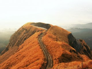 Although I couldn't see the sea of clouds on this day, it surely looked like 'Laputa Road', which continues to heaven.